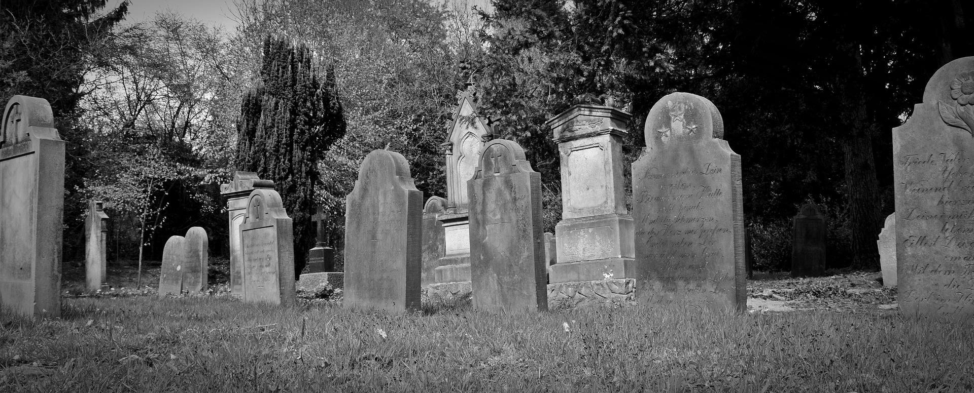 Quel matériau à choisir pour une pierre tombale personnalisée?