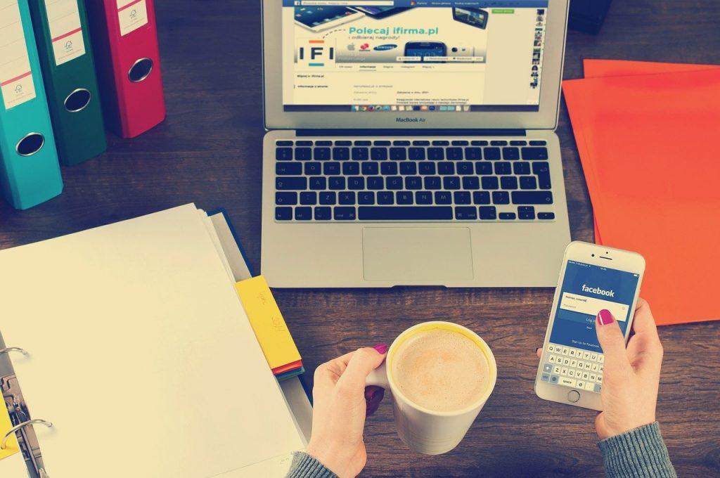 ordinateur portable, iphone, espace de travail