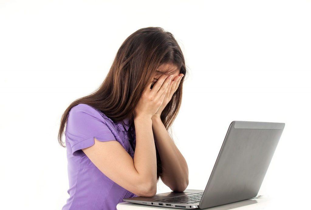 fille, ordinateur, cahier